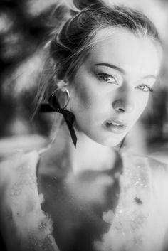 "Beba's Closet Campaign ""Francesca's Angel"" - Photos @ddvyr Hair & Makeup @reginacapdevila Jewelry @tousjewelry @my_collect Gloves @guantevarade Model @viewmanagement Sofa @borgiaconti #bebascloset #bebasbrides #bride #bridal #wedding #weddingdress #weddinggown"