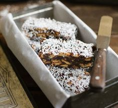 Traditional date-balls take a different shape. Yum, no-bake slices of dates, coconut & good ol' Marie biscuits. Cookie Desserts, Cookie Recipes, Dessert Recipes, Yummy Treats, Sweet Treats, Yummy Food, Fun Food, No Bake Slices, Cake Slices