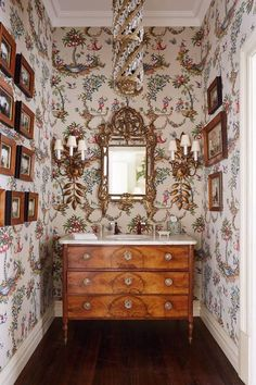 Stylish ways to use dark wooden furniture Antique Drawers with Basin Powder Room Wallpaper, Toile Wallpaper, Chinoiserie Wallpaper, Home Decoracion, Powder Room Design, Interior Decorating, Interior Design, Traditional Interior, Downton Abbey
