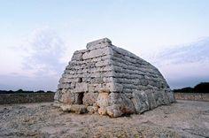 Naveta de's Tudons. Menorca, Illes Balears (Spain). Hacia 3.200 años A.C. Lugar de enterramiento.
