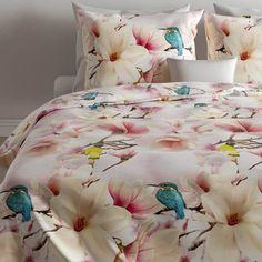 Vrolijke en zeer kleurrijkke dekbedovertrekken met diverse tinten. De bloemenprints zijn zeer gedetailleerd op de heerlijke katoen satijnen dekbedovertrekken afgebeeld...prachtig! Comforters, Blanket, Products, Creature Comforts, Quilts, Blankets, Cover, Gadget, Bed Covers