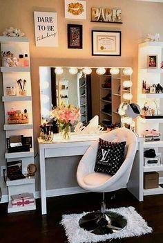Bedroom Desk, Room Ideas Bedroom, Bedroom Designs, Bedroom Furniture, Bedroom Storage, Bedroom Corner, Bedroom Inspo, Deco Furniture, Storage Mirror