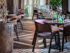Create a talking point in any space by mixing and matching timber colours to create visually stunning and unique designs. Project: Las Iguanas, UK. Havwoods products: Oak Arena, Oak Blanco and Oak Quardro from our Venture Plank range.