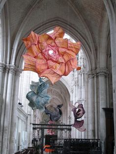 Dutch artist Peter Gentenaar: His latest exposition of 100 paper sculptures in the abbey church of Saint Riquier, in Northern France