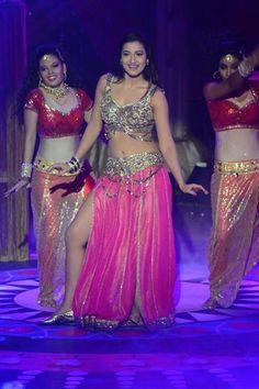 Gauhar Khan's performance Indian Dance Costumes, Gauhar Khan, Golden Blouse, Cultural Dance, Total Divas, Bollywood Actors, Beautiful Indian Actress, India Beauty, Indian Sarees