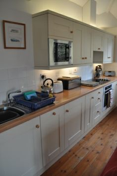 The well-equipped kitchen of this Marazion cottage is perfect for stress-free self-catering.