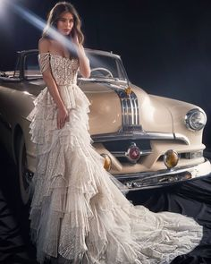 The naive touch of this strapless beauty combined with dreamy sparkling tulle . - Party Dresses and Party Outfits Dream Wedding Dresses, Bridal Dresses, Wedding Gowns, Prom Dresses, Midi Dresses, Vestidos Vintage, Beautiful Gowns, Dream Dress, Bridal Style