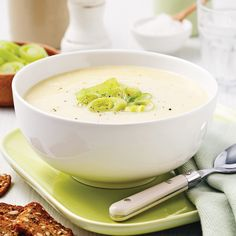 Potage aux poireaux et pommes de terre - Je Cuisine I Love Food, Good Food, Yummy Food, Chicken Broth Can, Soup Recipes, Healthy Recipes, Healthy Food, Bowl Of Soup, Lunches And Dinners