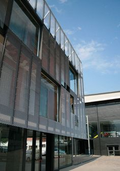 Façade cladding: expanded metal and wirmesh from MARIANItech® product line are the ideal solution for the exteriors of buildings, especially when used as a coating of facades.