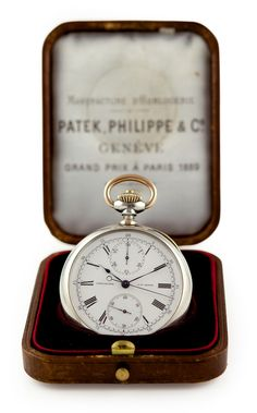 PATEK PHILIPPE & CO, fabriquée en 1890, vendue le 25 octobre 1893  Made on special order for Spaulding & Co. Excpetional and very rare platinum & gold pocket chronograph, white enamel dial, Roman numerals, vertical registers. Smooth back. Extract from the