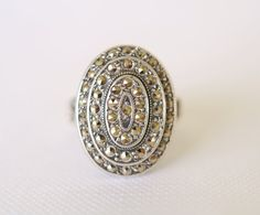 1920's Art Deco . Marcasite and sterling silver ring / Size 4.5 // UNCAS on Etsy, 81,22 €