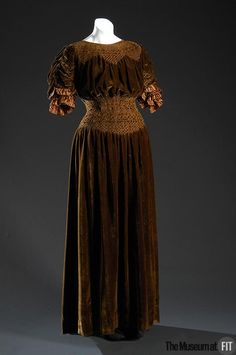 Dress | Liberty of London | England | 1910 | silk velvet | Museum at FIT | Object #: P90.83.2