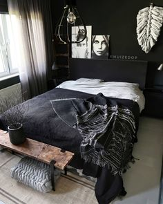 35 Inspiring Black and White Master Bedroom Color Ideas. Black and white bedroom designs; bedroom ideas for couples. Black and white master bedroom designs for your inspiration White Bedroom Design, Bedroom Black, Bedroom Colors, Home Decor Bedroom, Modern Bedroom, Bedroom Designs, Black Bedrooms, Black Room Decor, Master Bedrooms