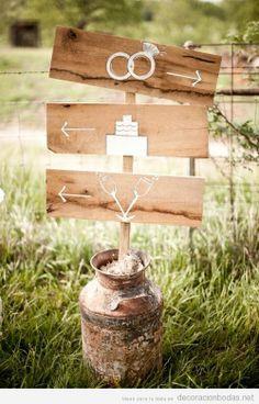 Cartel bonito de madera en una boda