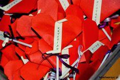 Śliczne serduszka origami ze słodką zawartością w postaci lizaka :) #serce #serduszko #origami #walentynki #prezent #heart #valentine'sday #serceorigami #origamiheart #lollipop #dzienzakochanych #lizak #swietozakochanych #gift DIY #howto #instruction #jakzrobic #sposobwykonania #instrukcja #lubietworzyc