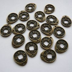 6 Antique Bronze Chinese Coin Charms Pendants €1.50
