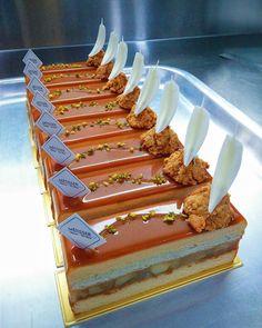 每個堅強的故事,都會有過那麼一段讓人遺憾的曾經.... Caramel au Beurre Salé - Salted . . . . . . . #cake…