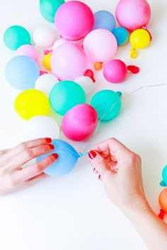 DIY Balloon Garland Cake Topper and Tips for Painting Frosting Schritt 3 - DIY Ballon Garland Cake T Diy Party Decorations, Balloon Decorations, Balloon Ideas, Balloon Designs, Mini Balloons, Confetti Balloons, Balloon Cake, Balloon Garland, Balloon Party