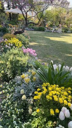 Front Garden Landscape, Front Yard Landscaping, Landscape Design, House Landscape, Landscaping Ideas, Natural Landscaping, Garden Yard Ideas, Lawn And Garden, Garden Projects