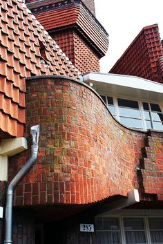 Michel de Klerk, Amsterdamse School, Het Schip, Spaardammerbuurt, Amsterdam. Brick Architecture, Beautiful Architecture, Beautiful Buildings, Architecture Details, Art Deco Buildings, Old Buildings, Amsterdam School, Amsterdam Holland, Brick Masonry