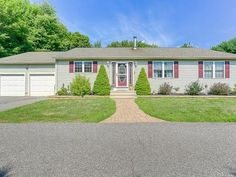 OPEN HOUSE * 7/24/2016 * 1:30-3:30PM 140 Bee St., Meriden $274,900 This extremely spacious 4 bedroom, 2 ½ bath custom east side ranch is just the home for you.