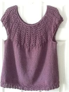 Ravelry: Linsey (current) project gallery. Link to free pattern.