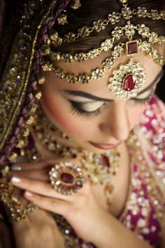Unlike traditional western wedding rings where the band will feature a single stone mounted upon the ring, typically you will find that Indian wedding rings will feature gems and stones that run. Indian Wedding Rings, Indian Bridal Wear, Asian Bridal, Pakistani Bridal, Punjabi Bride, Indian Weddings, Pakistani Dresses, Real Weddings, Desi Bride