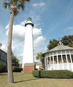 AMERICA'S FAVORITE TOWNS 2013 <> St. Simons, Georgia, USA <> The ebb and flow of the Atlantic dictates life in this resort town on an 18-square-mile island off the Georgia coast. 1872 lighthouse with sweeping views.