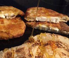 Ζυμαρόπιτες με φέτα Food Categories, Feta, Pancakes, Pork, Bread, Breakfast, Recipes, Kale Stir Fry, Morning Coffee