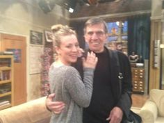 Gastauftritte: Stephen Hawking und Leonard Nimoy in The Big Bang Theory - Golem. Leonard Nimoy, Kaley Cuoco, Stephen Hawking, Big Bang Theory, Star Trek Continues, Naughty Librarian, Great Comedies, Me Tv, Spock