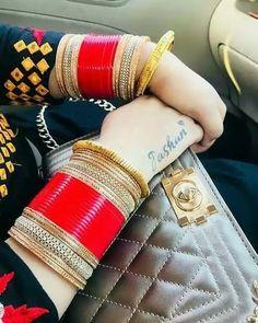 Indian Gold Jewelry Near Me Wedding Chura, Saree Wedding, Wedding Ties, Bridal Bangles, Bridal Jewelry, Gold Jewelry, Indian Bridal Makeup, Indian Wedding Jewelry, Girls Accessories