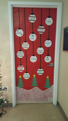 DIY Simple Christmas Door Decorations Easy to Diy Christmas Door Decorations, Christmas Door Decorating Contest, Christmas Classroom Door, School Door Decorations, Christmas Front Doors, Christmas Door Wreaths, Craft Decorations, Simple Christmas, Christmas Diy