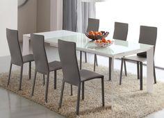 Tavolo bianco e sedie grigie - Come abbinare tavolo e sedie dalle tinte neutre.