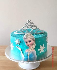 50 Most Beautiful looking Disneys Elsa Cake Design that you can make or get it made on the coming birthday. Elsa Birthday Cake, Frozen Themed Birthday Cake, Frozen Theme Cake, Elegant Birthday Cakes, Themed Cakes, Princess Theme Cake, Disney Princess Birthday Cakes, Geek Birthday, 4th Birthday