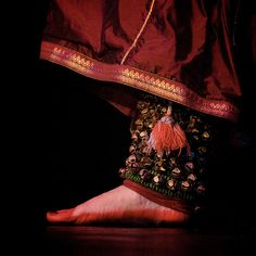 Ghunghroo/ Paadabhushanamulu/ Salangai: Metallic bells sewn together to form musical anklets adorned by most Indian Classical dancers around their ankles to add to their rhythmic performance.
