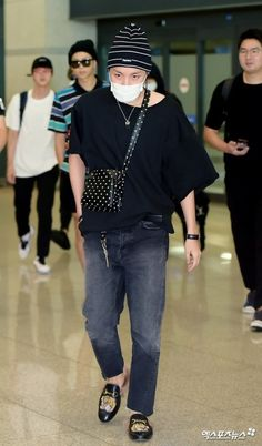 [Picture/Media] BTS Arrival at Incheon Airport after completing their Japan Activities Jung Hoseok, Korean Airport Fashion, Hope Fashion, Men Fashion, Bts Inspired Outfits, Asian Street Style, Airport Style, Bts Airport, Gwangju