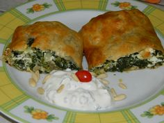 Spinatstrudel mit Schafkäse Spanakopita, Ethnic Recipes, Food, Quiches, Pie, Sweet Recipes, Chef Recipes, Baked Goods, Food Food