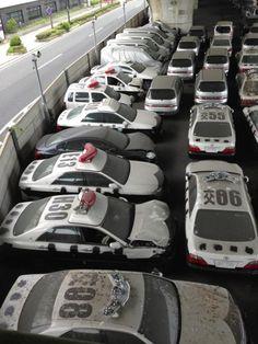神戸の高架下にあるという「パトカーの墓場」が凄い