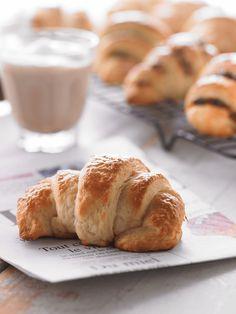 Croissants au beurre | Recettes d'ici Croissants, Butter Croissant, Recipe Master, Brunch, Special Recipes, Cooking Time, Bagel, Pecan, Bread