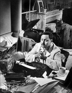 Con café, cigarro y máquina de escribir, Tennessee Williams, 1946.