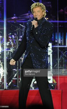 Barry Manilow live as part of his Manilow: Music and Passion Tour 2008 in…