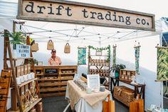 Craft Stall Display, Market Stall Display, Farmers Market Display, Craft Show Booths, Vendor Displays, Craft Booth Displays, Market Stalls, Display Ideas, Market Displays