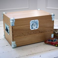 With heavy duty flight case fittings, the Rodwell Tuck Box is handmade in solid… Wooden Tool Boxes, Wood Boxes, Woodworking Plans, Woodworking Projects, Diy Projects, Flight Case, Painted Initials, Campaign Furniture, Industrial Furniture