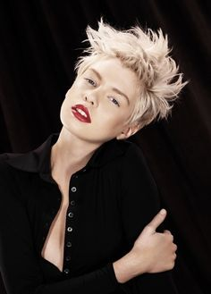 Ice-#Blonde - like the messy texture of this short #haircut