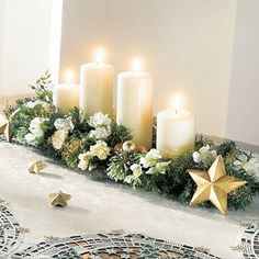 centro de mesa con pino y velas