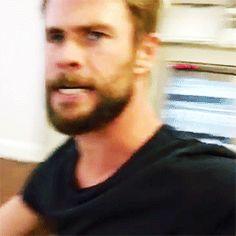 Chris Hemsworth GIFs