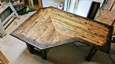 Check out this repurposed pallet wood corner desk from Got Wood Workshop!