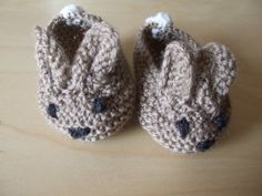 Hand Knitted brown baby bunny rabbit bootee slipper shoe with white tail (to fit approx. 0-3 months)