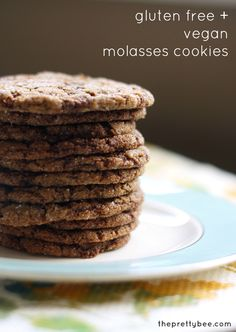 GF and Vegan Molasses Cookies. Chewy and spicy these molasses cookies are a must have for any holiday cookie party! Gluten free and vegan. Gluten Free Sweets, Gluten Free Cookies, Gluten Free Baking, Vegan Gluten Free, Gluten Free Recipes, Vegan Recipes, Cookies Vegan, Cookies Kids, Dairy Free