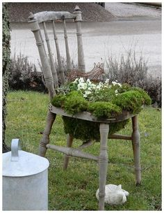 Isa's Garden: Crafts- cute idea for flowers.  Wonder if you could make those and sell them in the store.  Good Mother's Day gift idea!